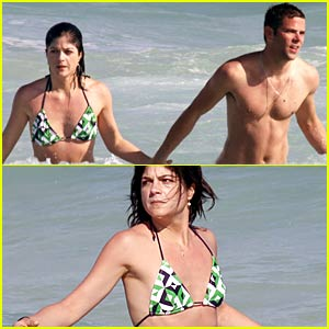 selma-blair-mikey-day-beach